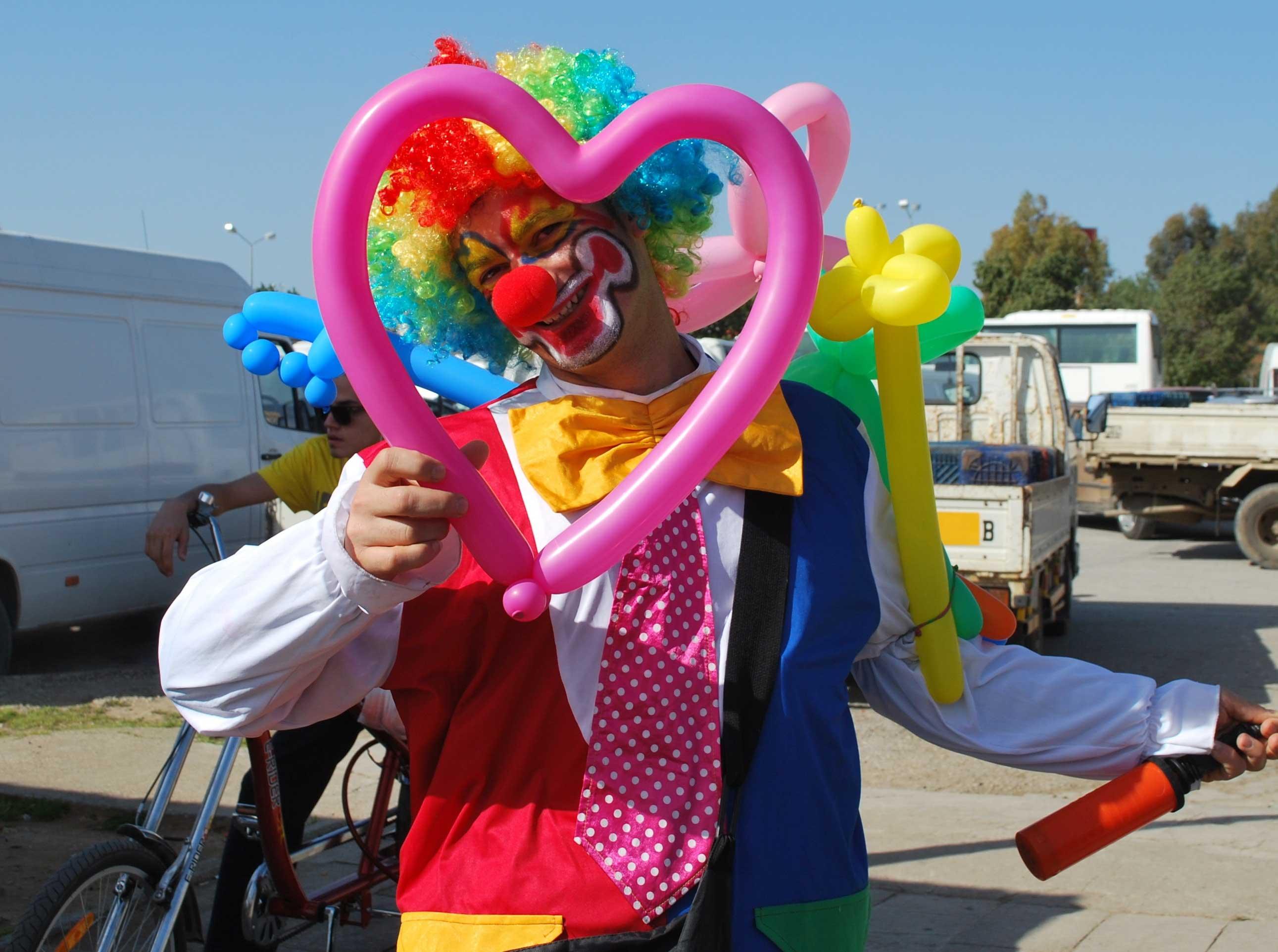 clown und zauberer am kindergeburtstag kindergeburtstag. Black Bedroom Furniture Sets. Home Design Ideas
